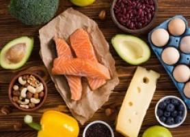 بهترین مواد غذایی و ویتامین ها برای رشد مو