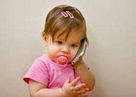 تأثیرات منفی موبایل و وای فای روی کودکان