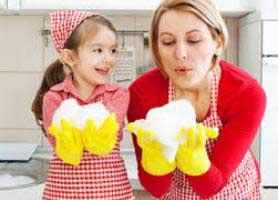 آموزش مسئولیت پذیری به کودکان با انجام کارهای خانه