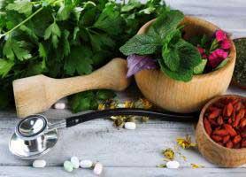 طب سنتی چیست؟ چگونه به درمان بیماری ها کمک می کند؟