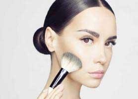 آموزش برجسته کردن گونه با آرایش