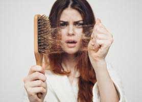 دلیل ریزش مو کدام ویتامین است؟